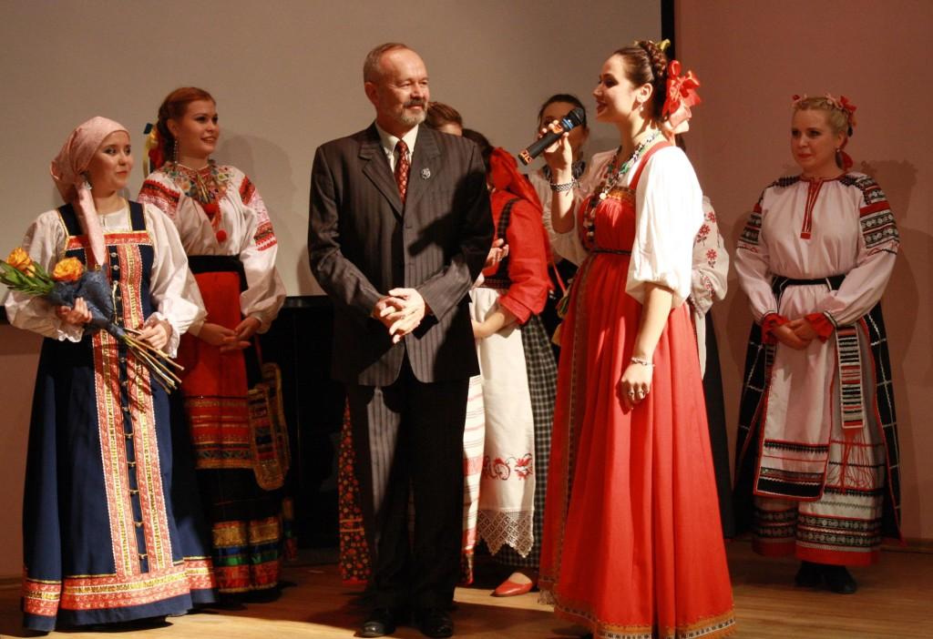 Алексей Шилин в кругу студентов